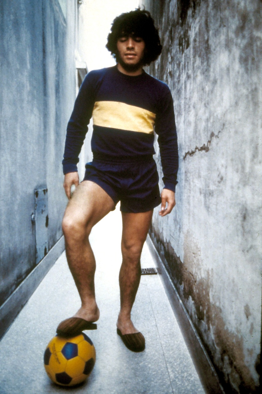 Diego Maradona practices his ball skills